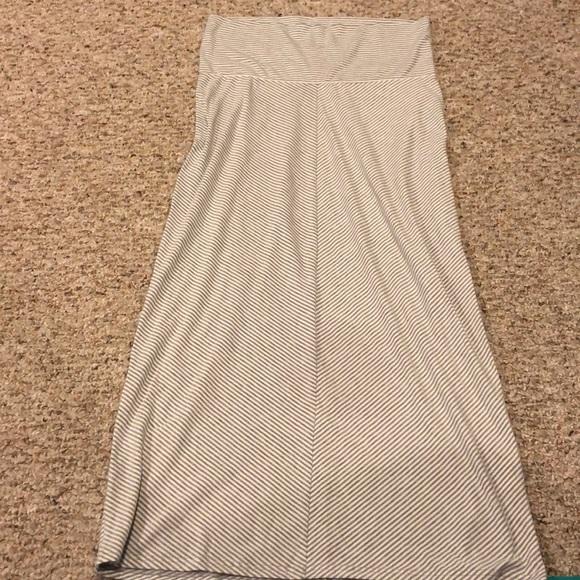 6ecb7a1ffc8a5 Old Navy Maternity maxi skirt. M_5c2b8a7c4ab6334a2083c76e